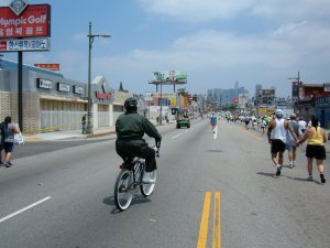 A bicyclist enjoys the LA Marathon route
