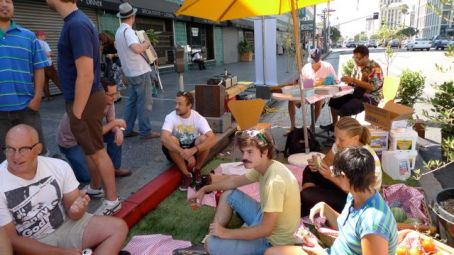 The post-lunch crowd relaxing in L.A. Public Space - Photo by Aaron Paley